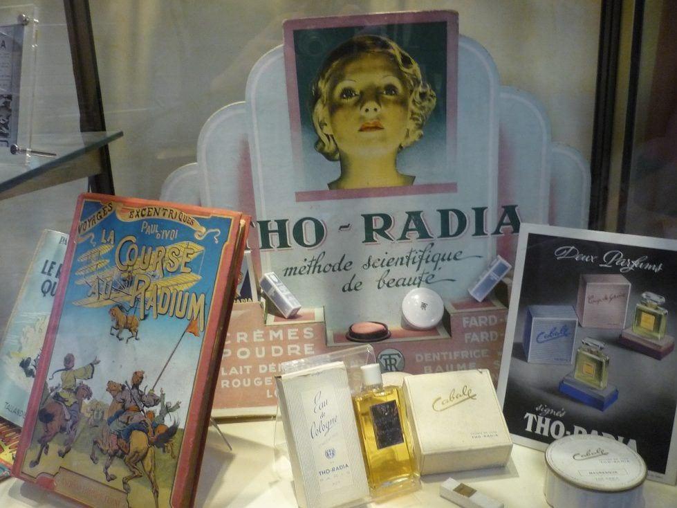 Bilder av emballasje som inneholder kosmetiske produkter med radium som en ingredient.